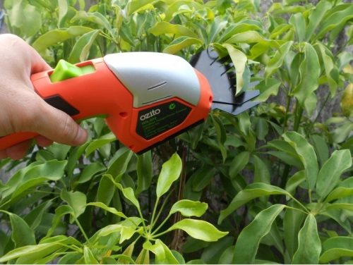 máy cắt tỉa cây cảnh